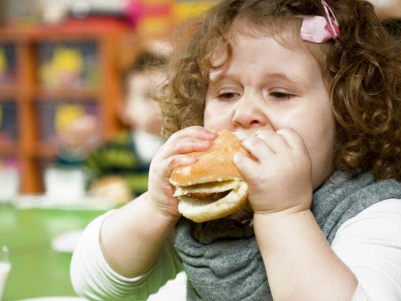 Что значит наличие солей оксалатов в моче у ребенка, и в чем состоит специальная диета при оксалатурии?