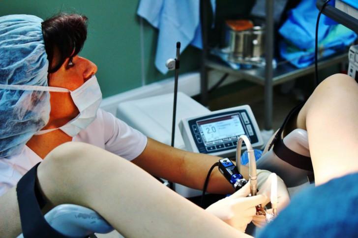 Хронический эндометрит и ЭКО: симптомы, схемы лечения перед процедурой и шансы забеременеть