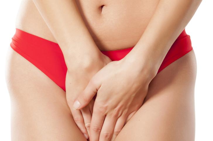 Мажущие выделения у женщины на раннем сроке беременности: причины мазни в предполагаемые дни месячных