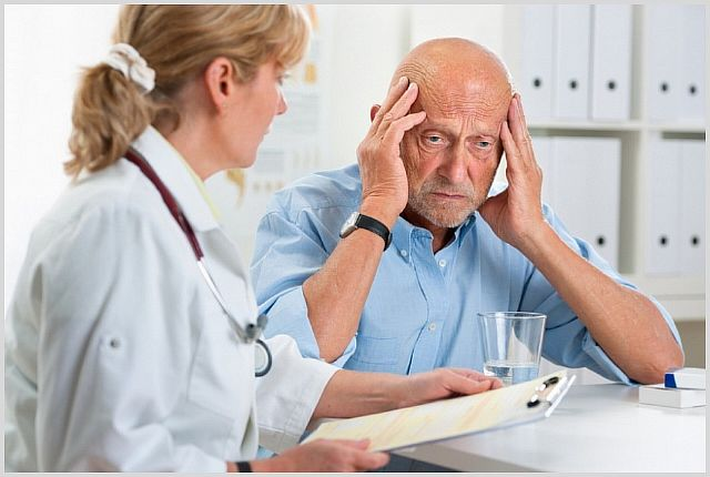 Первые симптомы инсульта у пожилых людей