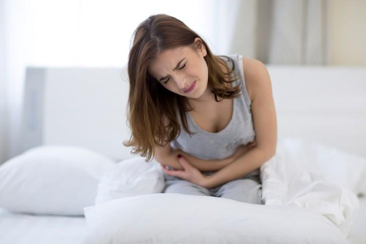 Во время беременности болит правый или левый яичник: почему их тянет и как унять боль?