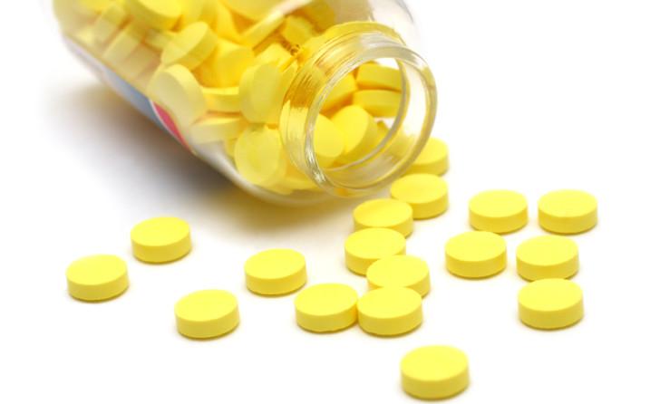Фурацилин: полоскание горла и промывание носа при беременности, инструкция по применению в 1-3 триместрах