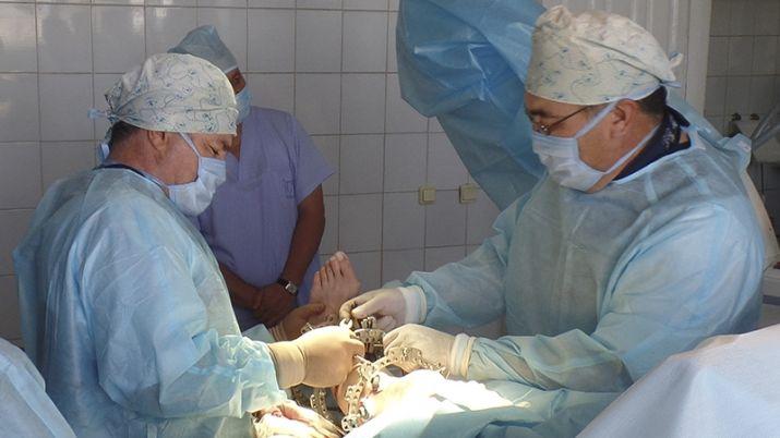 Операция по установке аппарата Илизарова