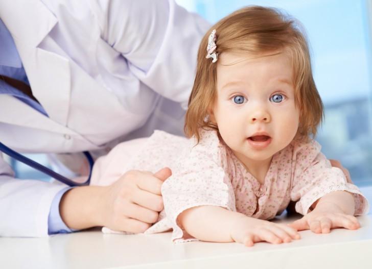 Причины возникновения белых, кровянистых и иных выделений из половых органов у новорожденных и грудных девочек