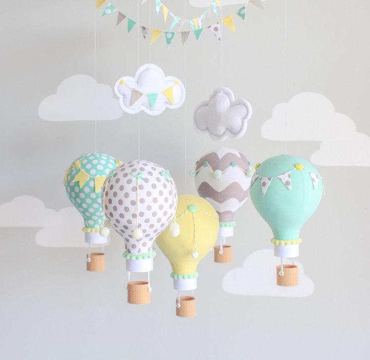 Как сделать мобиль на кроватку для новорожденного ребенка своими руками?