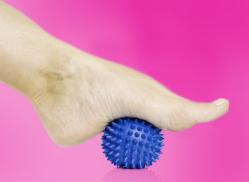 Мячик с пупырышками способствует лучшему кровообращению