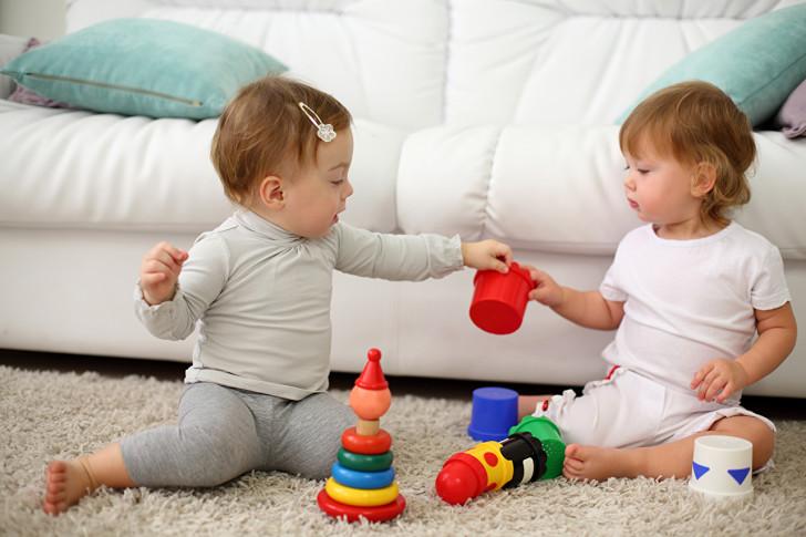 Как и чем можно почистить диван в домашних условиях от мочи ребенка, чтобы избавиться от неприятного запаха?