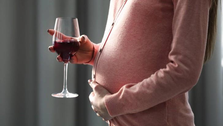 Можно ли беременным женщинам пить алкоголь: влияние спиртного на беременность и развитие плода