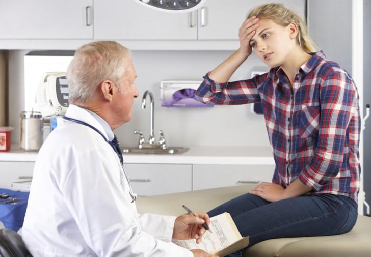 Повышены лейкоциты в крови и моче у женщины после родов: что это значит, какая причина превышения нормы, что делать?