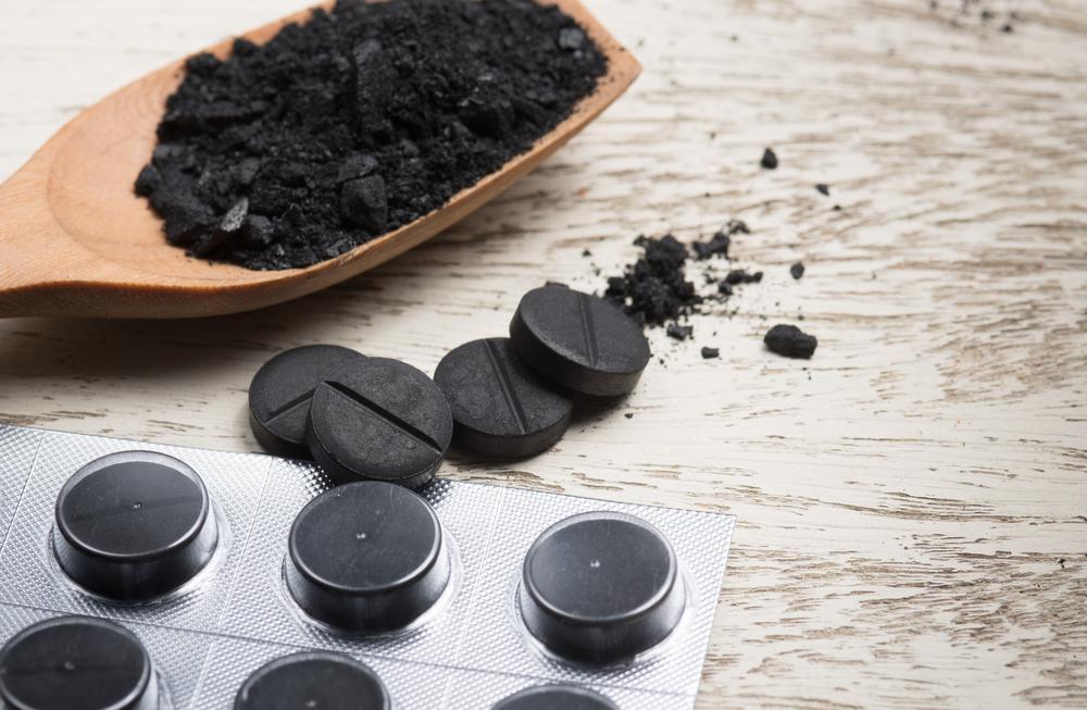 Активированный уголь: показания и противопоказания к применению, польза и вред для организма