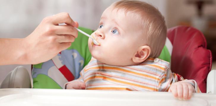 Таблицы с рационом питания ребенка в 8 месяцев при грудном и искусственном вскармливании: режим кормлений и меню