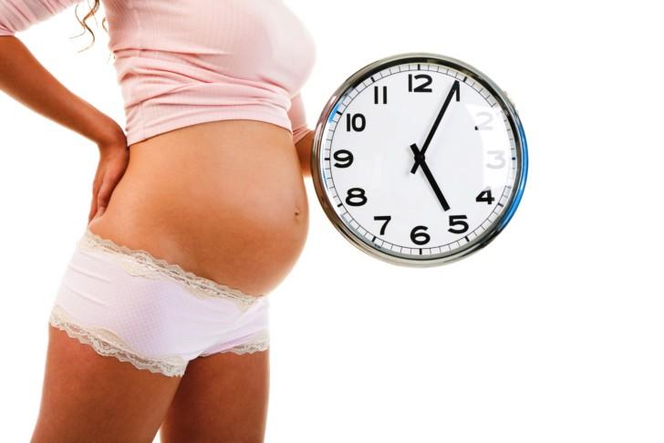 Как начинаются и сколько длятся первые родовые схватки, как распознать начало родов и какие ощущения бывают у женщины?