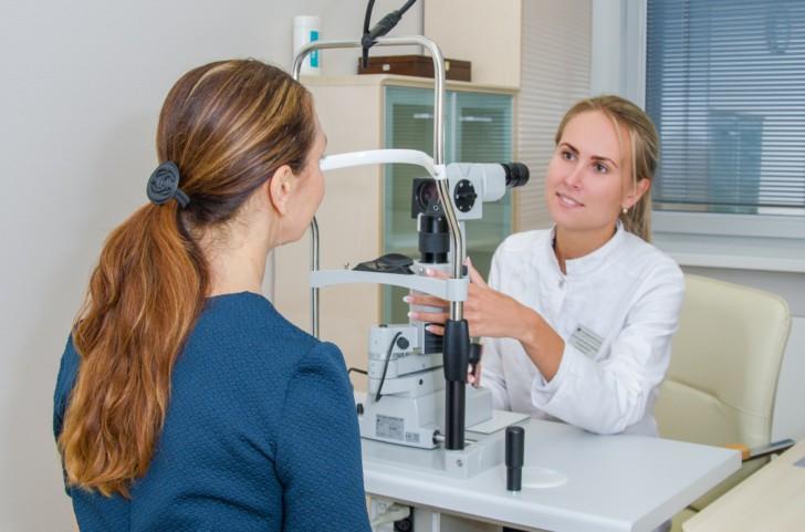 Можно ли родить самой после лазерной коррекции зрения или операции по удалению глаза?