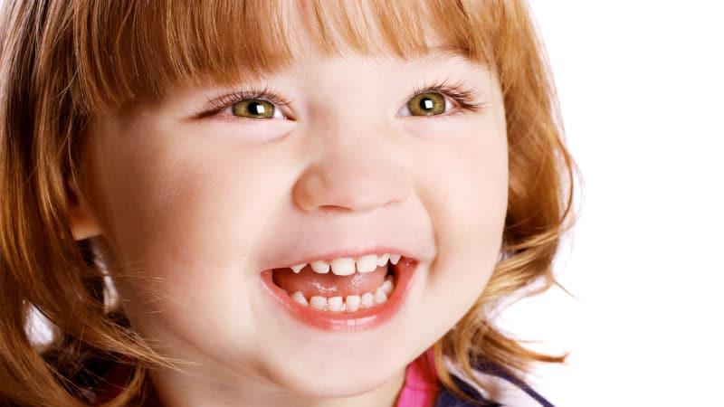 В 3 года зубной ряд малыша должен насчитывать около 20 единиц