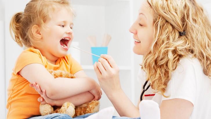 Препараты от боли в горле у детей до года и старше: таблетки для рассасывания, леденцы и другие средства