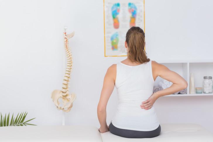 Почему на ранних и поздних сроках беременности болят суставы пальцев рук и ног, колени, ломит кости конечностей?
