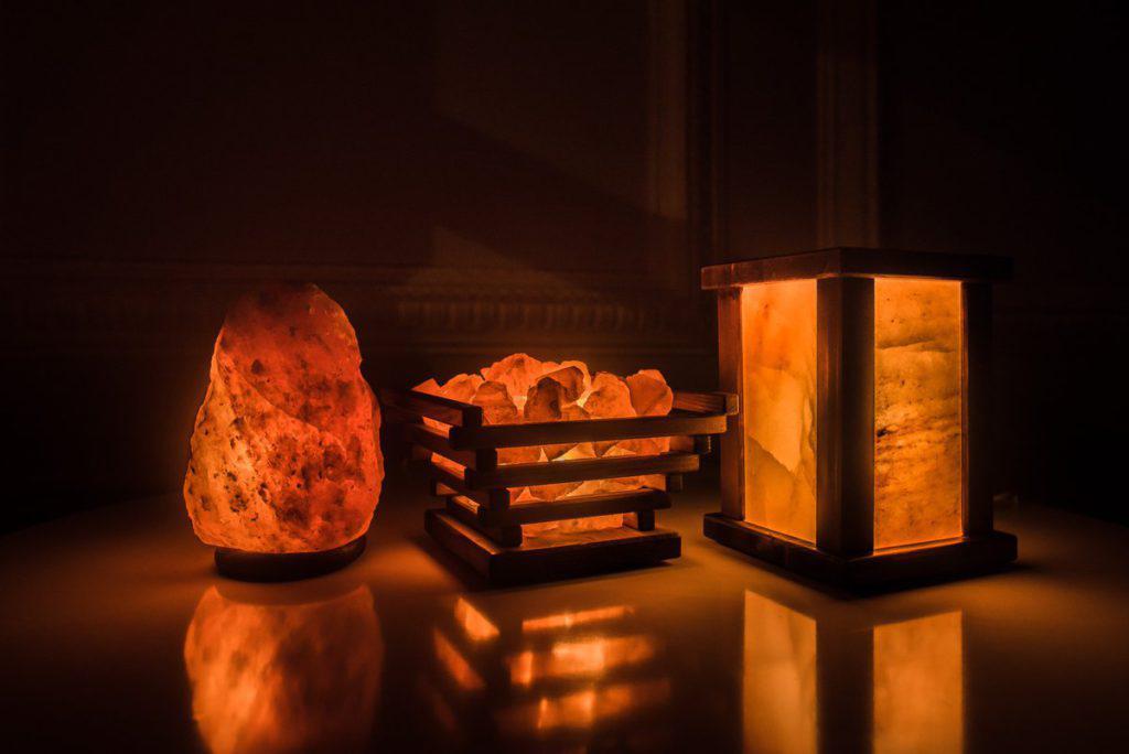 Показания к применению солевой лампы, польза и вред светильника-камня, использование дома