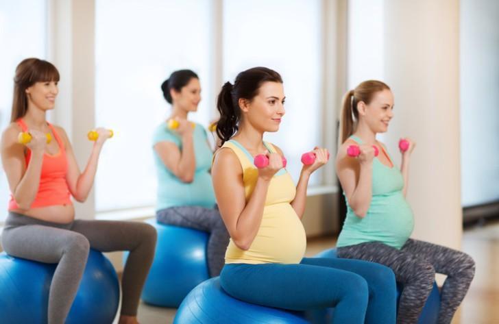Физкультура для беременных: зарядка, позиционная гимнастика на ранних и поздних сроках, упражнения ЛФК