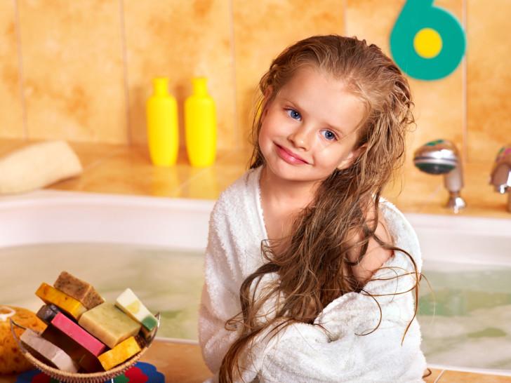 Что делать, если у ребенка перхоть: причины шелушения кожи головы и лечение