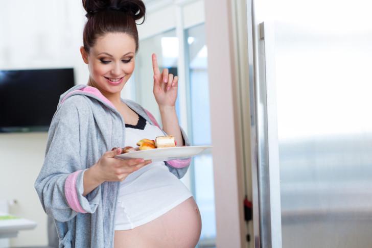 Продукты и напитки в период беременности: что можно и чего категорически нельзя есть женщине и почему?
