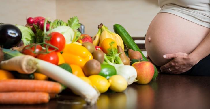 Какие фрукты и овощи можно беременным в 1, 2 и 3 триместрах: что лучше и полезнее есть при беременности?