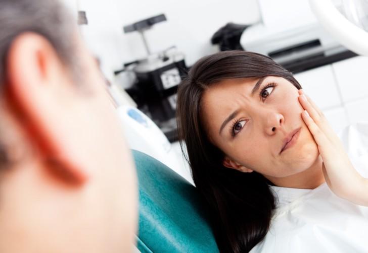 Можно ли во время беременности удалять зубы: насколько удаление опасно для беременной и плода?