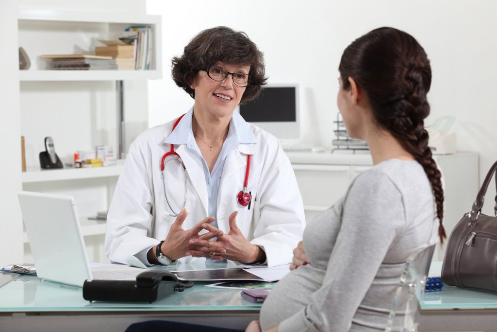 Чем опасен плохой результат анализа мазка при беременности на ранних сроках, во втором и третьем триместре?