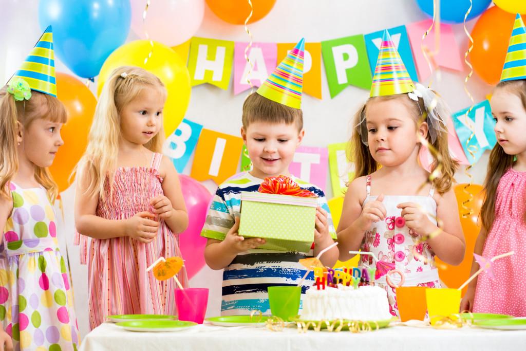 Что подарить мальчику на 4 года: идеи подарков ребенку на день рождения
