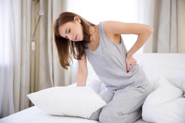 Почему при задержке месячных и положительном тесте на беременность тянет низ живота и поясницу, как облегчить симптомы?