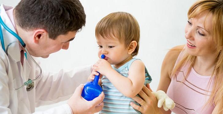 Аминокапроновая кислота подходит для промывания носа, но первую процедуру необходимо осуществить в присутствии врача