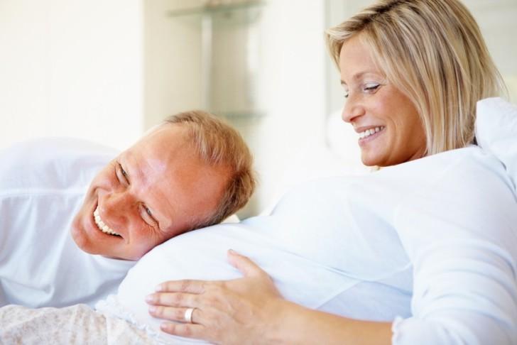 Возможно ли родить здорового ребенка естественным способом при поздней беременности после 45 лет?