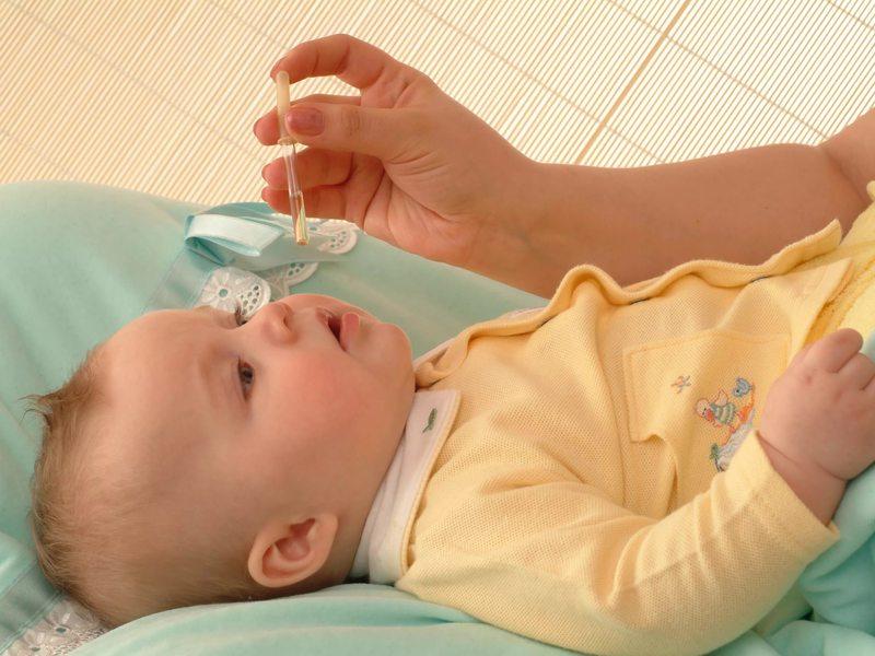 Список глазных капель для новорожденных и детей от года: антибактериальные, противовоспалительные и антисептические