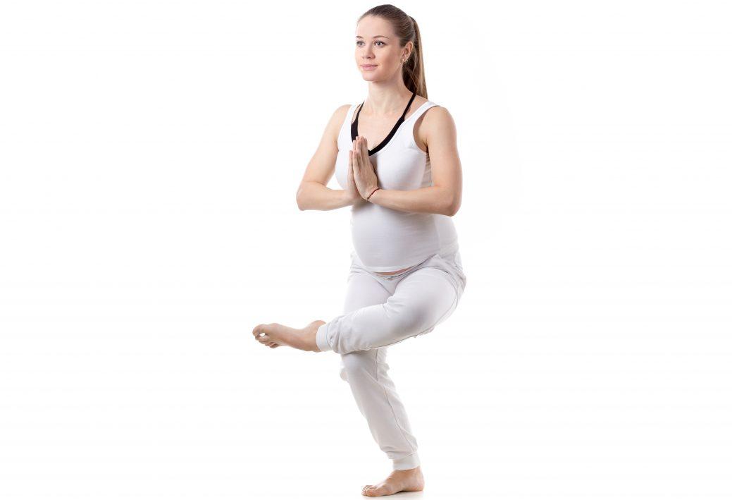 Йога для беременных, в том числе начинающих: упражнения для выполнения в домашних условиях во 2–3 триместре с видео