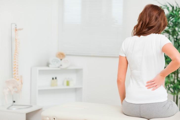 Почему болит копчик и поясница при беременности: причина сильной боли во втором и третьем триместрах, методы лечения