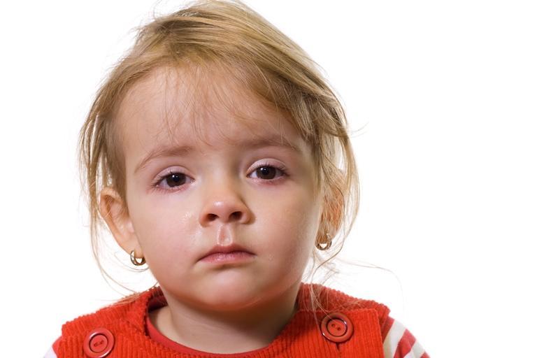 Что делать, если у ребенка гноятся глаза: почему это происходит и как лечить выделения?